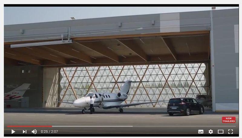 Die neue top location f r film und werbung der hangar im flughafen cannes ma - Location hangar paris ...